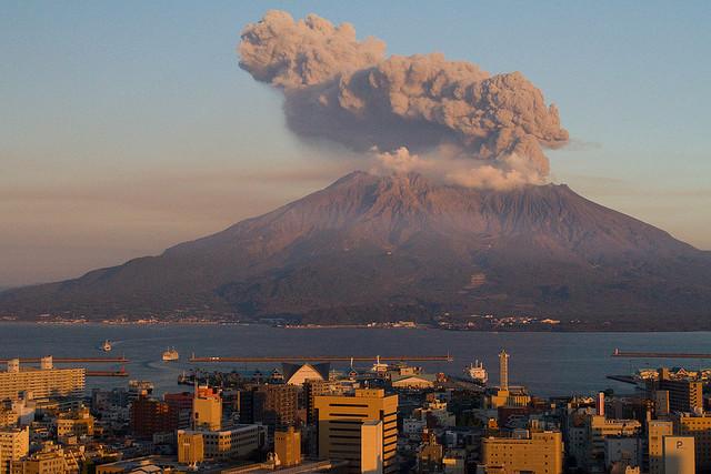 UFO πάνω από ηφαίστειο στην Ιαπωνία (video)