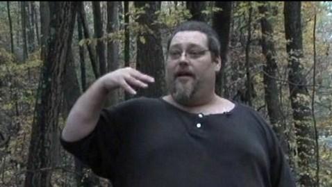 Πιστεύει ότι ο… Bigfoot προξένησε ζημιές στο τροχόσπιτό του!