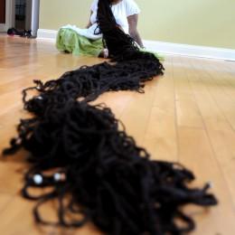Η γυναίκα με τα μακρύτερα… μαλλιά στον κόσμο!