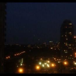 UFO πάνω από το Τορόντο του Καναδά (videos)