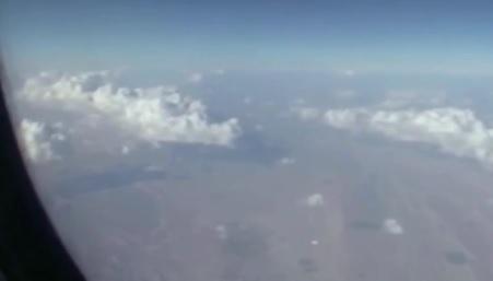Επιβάτης αεροπλάνου καταγράφει UFO πάνω από το Ιράν (video)